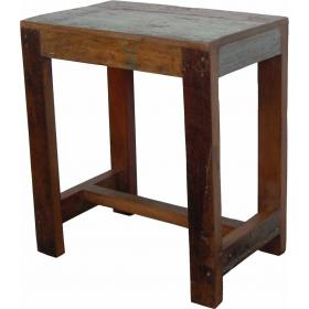 Tischlein aus recyceltem Holz