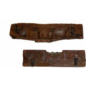 Polica vyrobená zo starého dreva