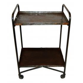 Stolík na kolieskach s vintage vzhľadom