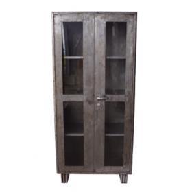 Pôvodná lesklá železná skrinka s dvomi sklenenými dverami