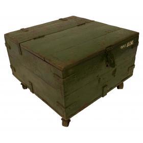 Konferenčný stolík vyrobený z pôvodnej starej drevenej škatule s kolieskami - zelený