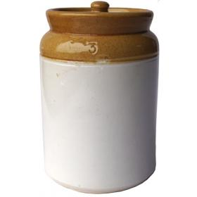 Ceramic vessel with lid