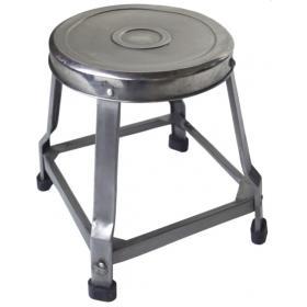 Stolička z lesklého kovu