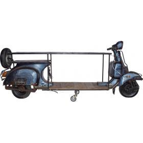 Tisch mit altem Scooter