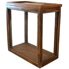 Vitrína z recyklovaného dreva