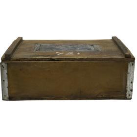 Stará železná krabica s vekom