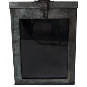 Veľká železná krabica s...