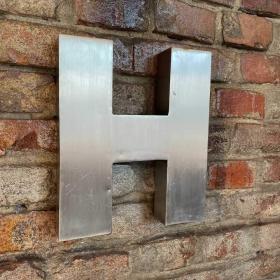 Kovové písmeno - H