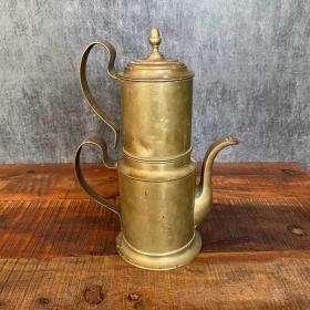 Starý mosadzný čajník