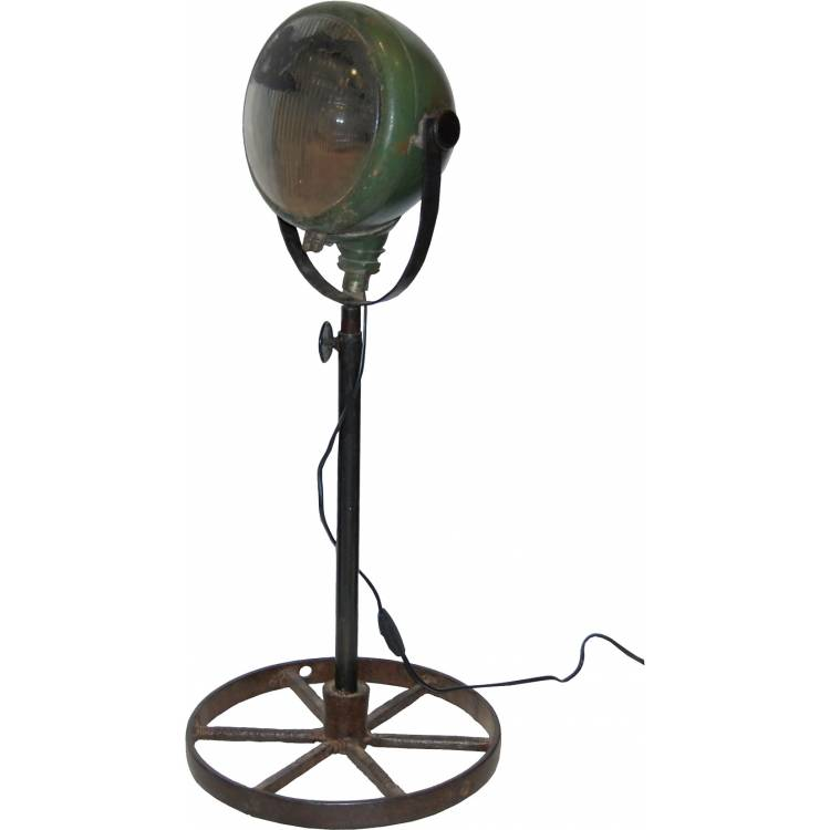 Lampa vyrobená z nákladiakového svetla